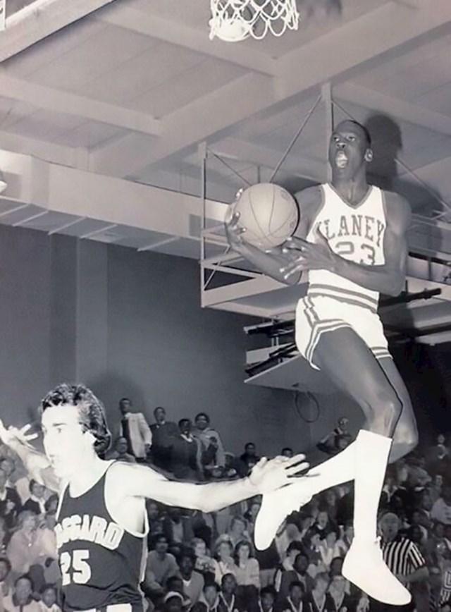 Moj tata i Michael Jordan. Vječno se hvali da je igrao s njim u srednjoj