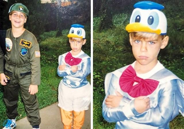 Brat je dobio cool vojničku uniformu za maškare, a ja ovo odijelo Paje Patka