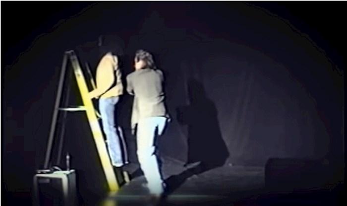 Motivacijski govornik pustio ženu da padne kako bi joj pokazao da ne treba vjerovati nikome