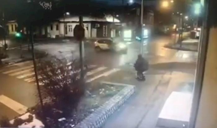 VIDEO Stravična prometna nesreća u Srbiji, majka i dijete za dlaku izbjegli sigurnu smrt