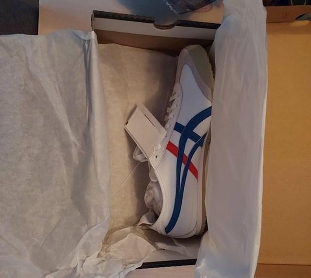 Prvi put sam se odlučio na kupovinu cipela online i dobio samo jednu