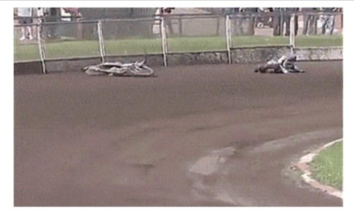 Pao je s motora, a motor je nastavio kao da se ništa nije dogodilo