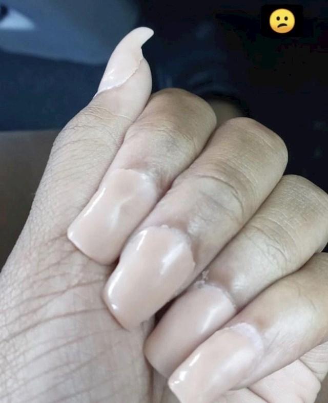 Otišla je u jeftini salon za nokte