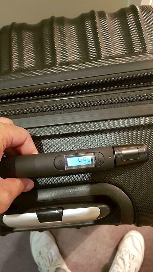 Kovčeg koji sam mjeri težinu prtljage