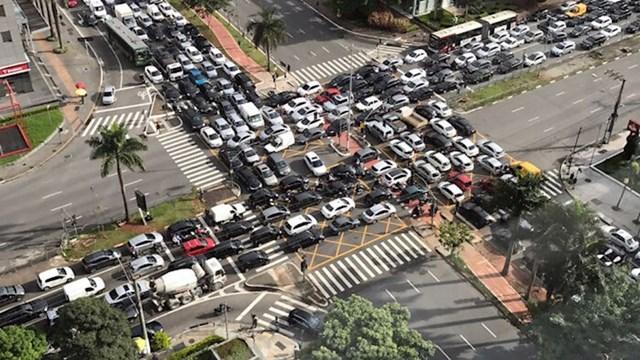 Raskrižje dviju avenija u Sao Paolu