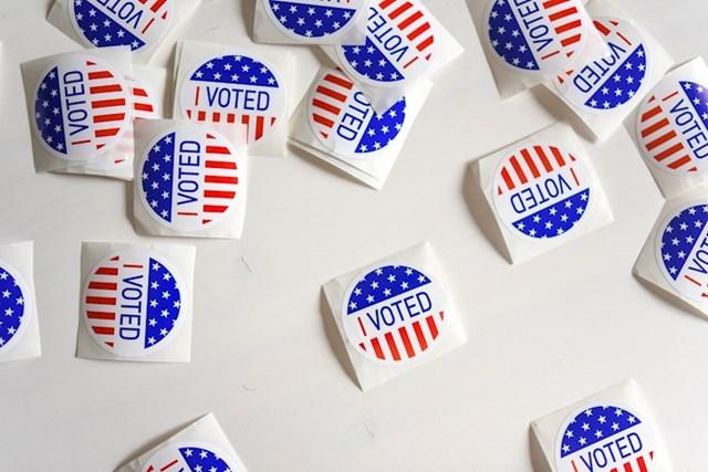 Izbori se održavaju na radni dan. U većini svijeta su vikendom