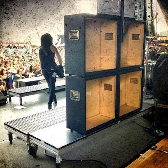 Lažni zvučnici na koncertu