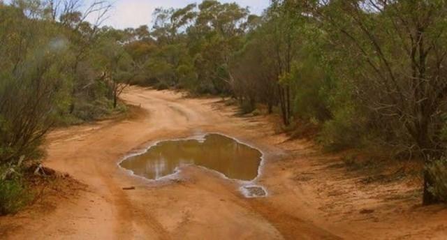 Lokva u Australiji izgleda ISTO kao Australija