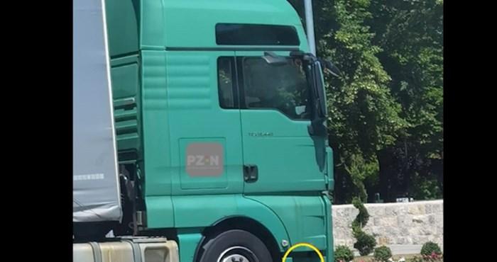 Fotku kamiona koji prolazi kroz Sinj lajkalo je 1.500 ljudi, odmah će vam biti jasno zašto