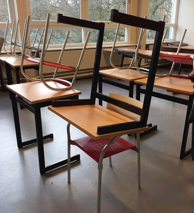 Stolica na stolu ili stol na stolici, sve je to isto...