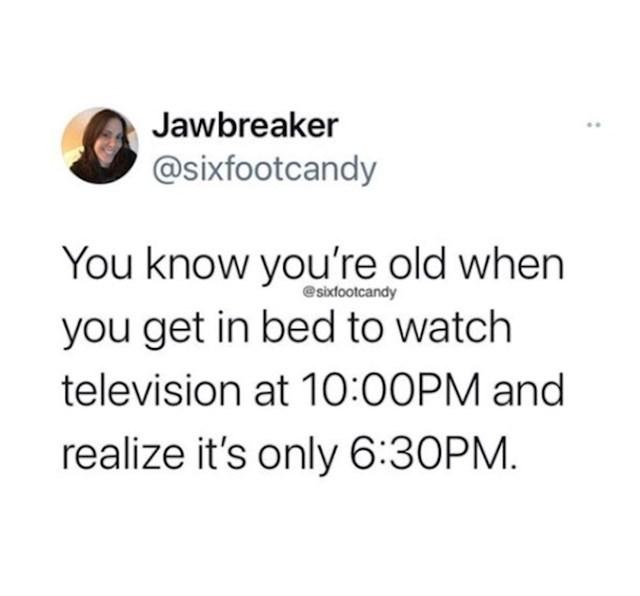 Znaš da si star kad se ideš zavaliti na kauč u 10 navečer i pogledati film, a zapravo je 6 popodne