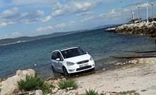 Mnogi se rugaju fotki ovog češkog auta u moru na Pašmanu, a zapravo je sasvim normalna