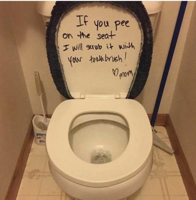 Ni mi ne volimo dirati dasku na WC školjci