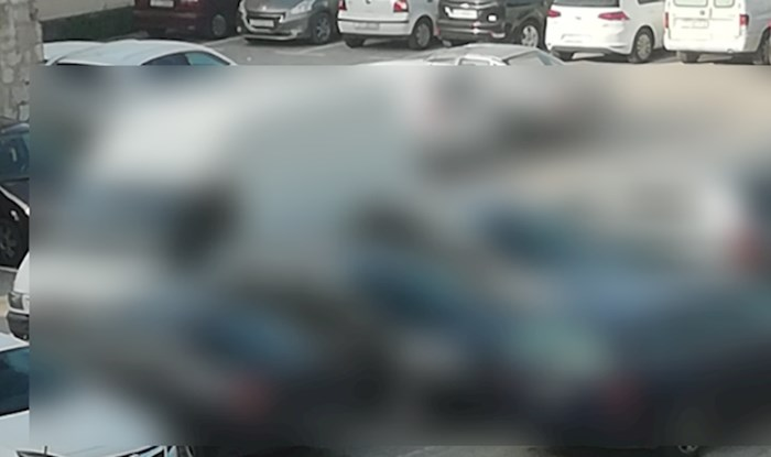 Nevjerojatna fotka parkiranja iz Trogira: Odmah doživotno oduzeti vozačku!