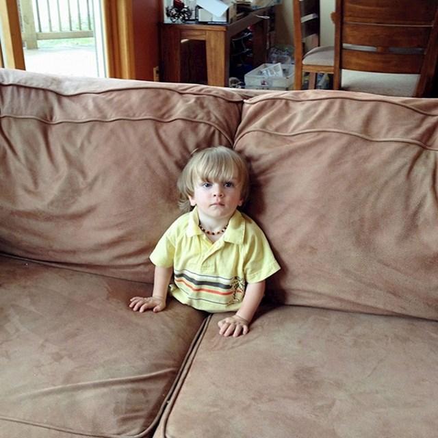 Našao sam sina da ovako gleda TV, izbezumio sam se na trenutak