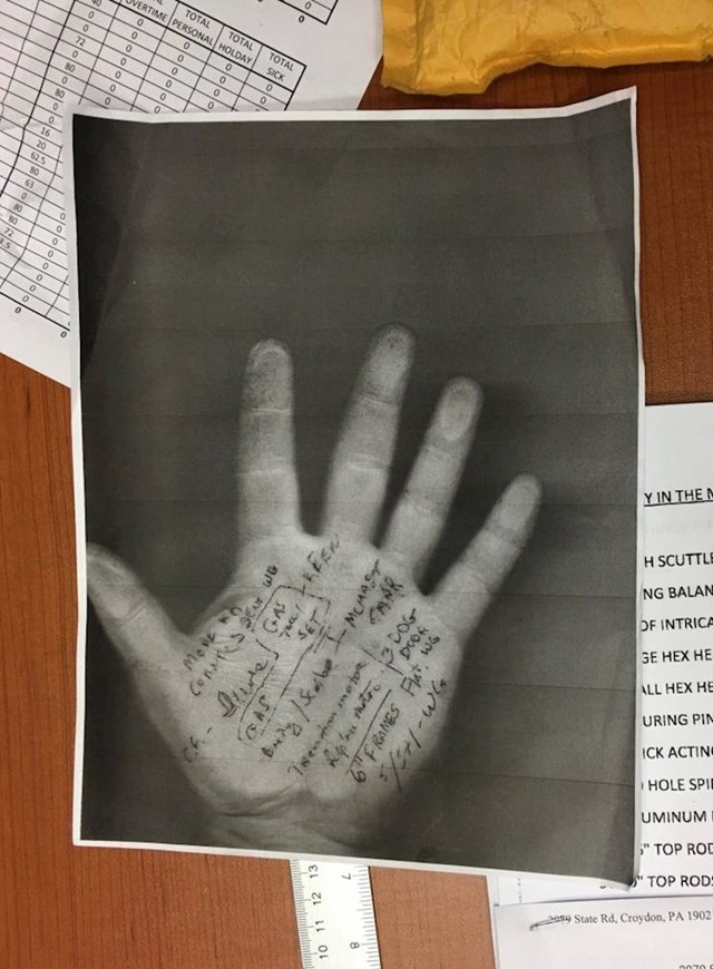 Moj šef piše podsjetnike na ruku pa ih skenira i isprinta