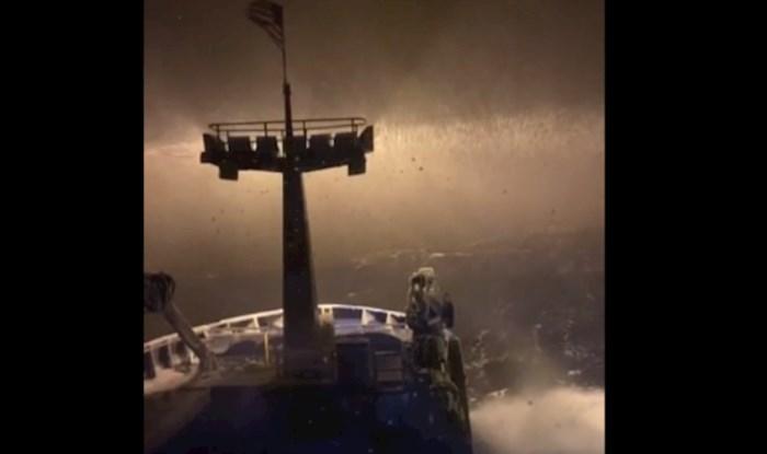 Scena kao iz filma strave: Morate vidjeti kako izgleda kad počne padati snijeg nasred oceana