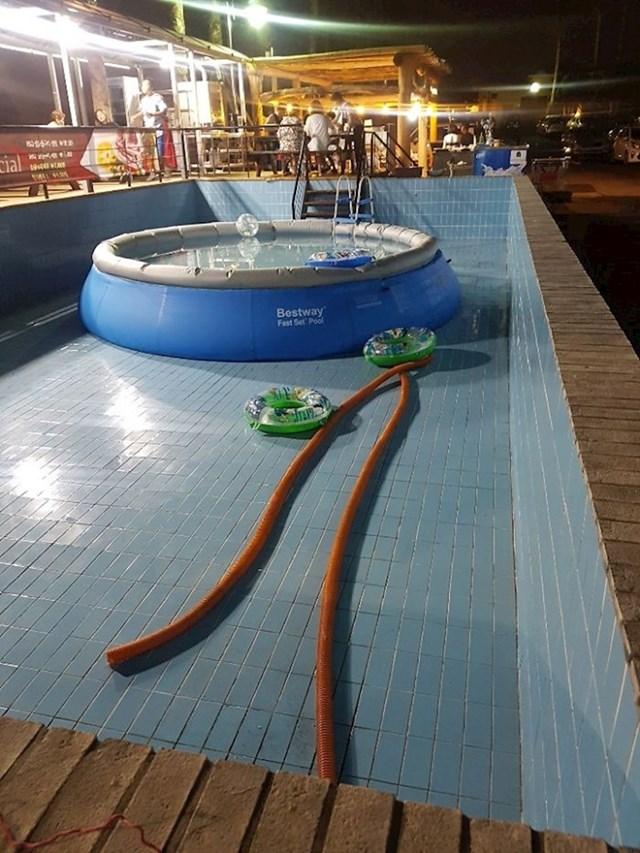 Ovo je bazen u mom hotelu