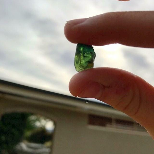 U potoku kraj kuće pronašla je 10-karatni safir