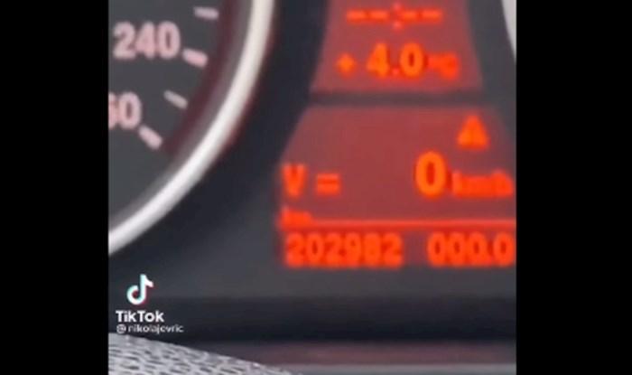 Viralni video iz Imotskog: Išao je provjeriti kilometražu na BMW-u, nije mogao doći sebi od šoka