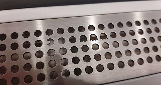 Otvor za ventilaciju u švedskom metrou ima umetnutog Pacmana