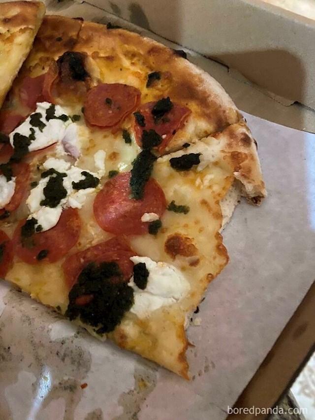 Svekrva svaki put odgrize samo kore s pizze, svačije pizze