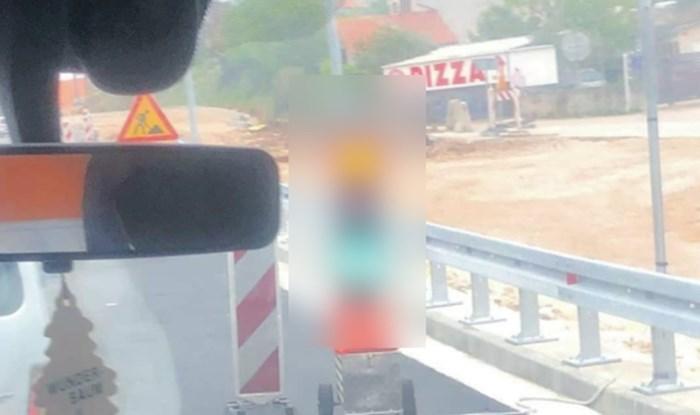 Samo u Hrvatskoj! Morate vidjeti fotku semafora iz Šibenika koja osvaja Facebook