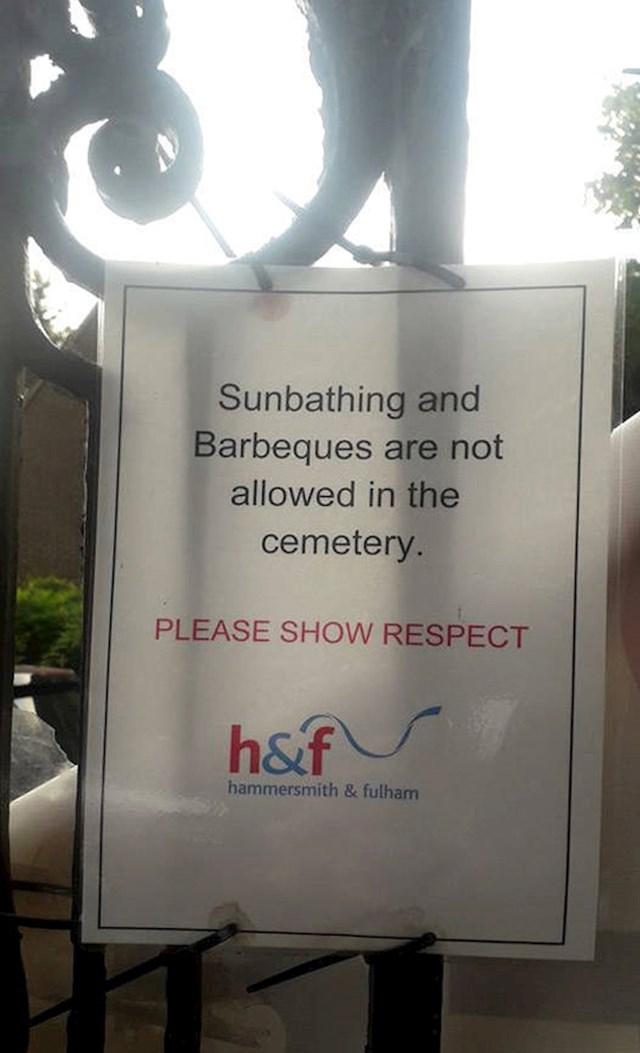 10. Idioti zbog kojih je uopće potrebno postaviti natpis da je sunčanje i roštiljanje zabranjeno na groblju
