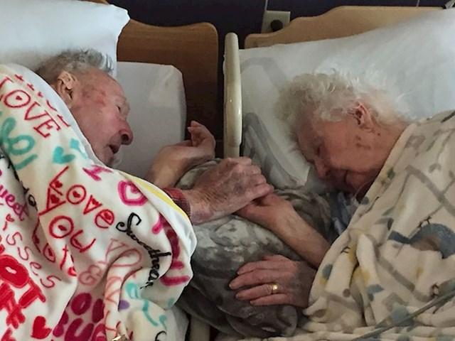 Zajedno do zadnjeg daha; moja baka (76 god) s mojim djedom (100 god) par sati prije smrti. 77 godina braka