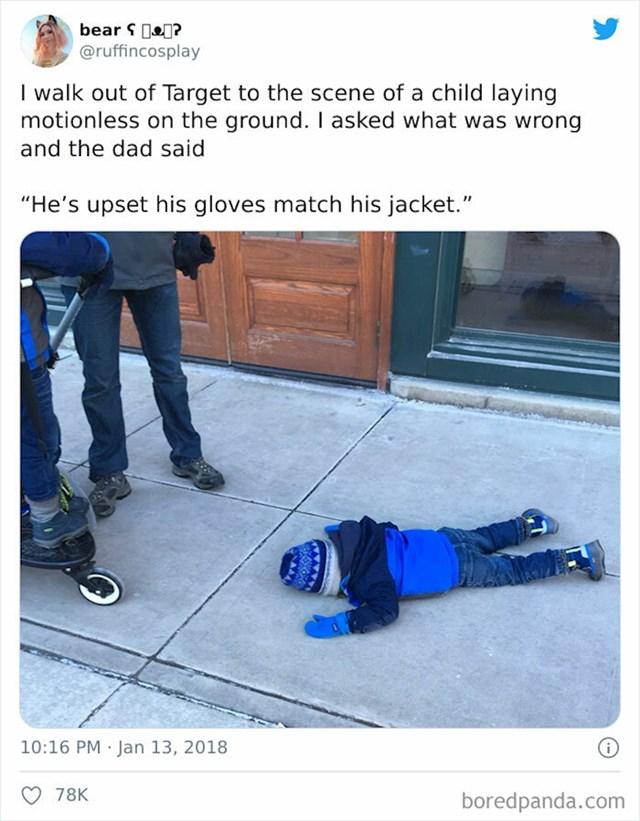 Uzrujan je jer mu se rukavice slažu s jaknom