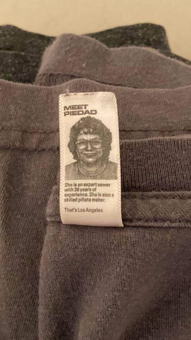 Etiketa na mojoj novoj majici iz Belgije ima sliku dame koja ju je sašila