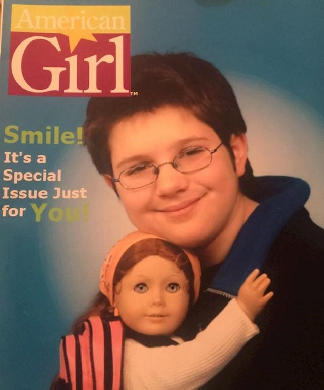 Obožavala sam ove lutke pa sam molila mamu da mi dopusti fotkanje za naslovnicu kad je bilo u trgovini