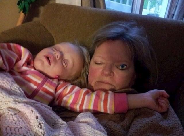 Moja nećakinja je mislila da bi baki baš dobro pristajala ova naljepnica dok spava