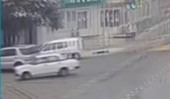 Ovo je moguće samo u Rusiji: Morate vidjeti što je automobil napravio nakon sudara