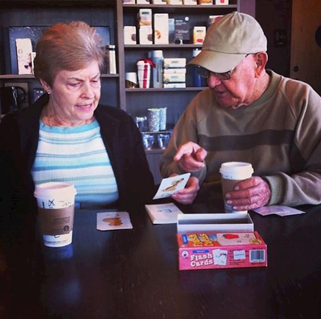 Sjedila sam pored ovog para u Starbucksu jutros i ovaj čovjek je učio ženu abecedu. Rekao nam je da je ona izgubila pamćenje i ponovno uči čitati. U dobru i zlu, zdravlju i bolesti