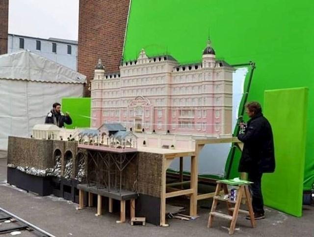 Neke scena iz filma The Grand Budapest Hotel su snimane koristeći minijaturni filmski set