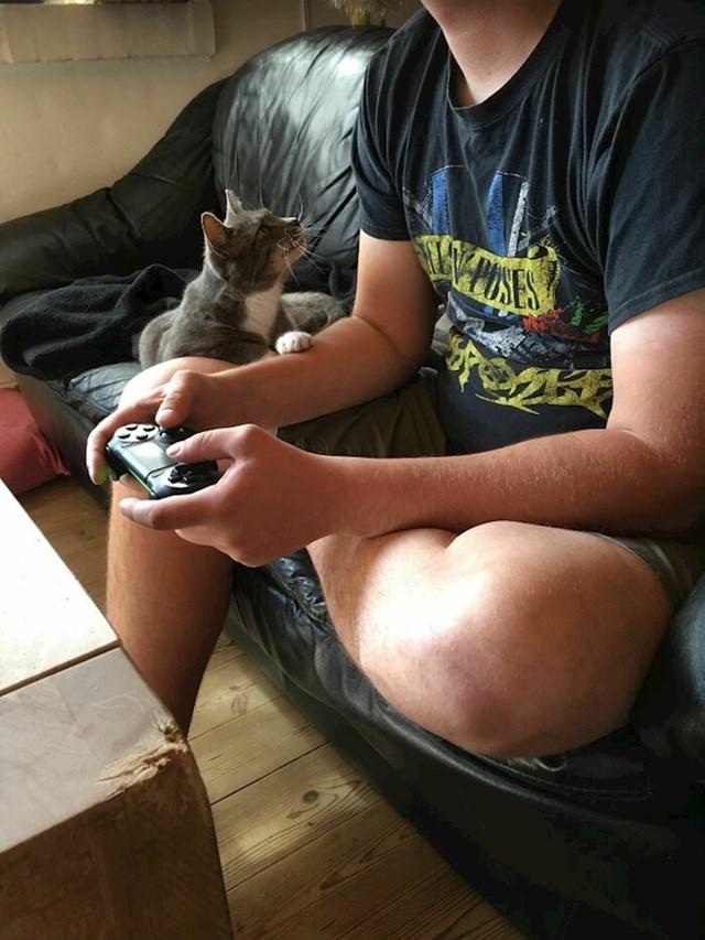 Želim svakome da ima nekoga da ga gleda kao što moja maca gleda mog dečka