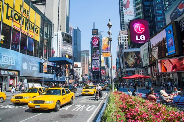 Opsesija automa - NIGDJE se ne ide pješke. Auto, Uber ili taksi