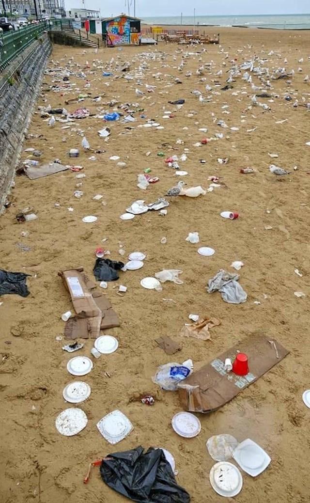 1. Ovo je plaža ispred moje kuće nakon odlaska turista