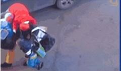 Što svaki muškarac napravi kad mu kažeš da ponese vrećice pa se vrati po djecu?