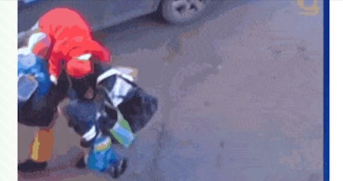 Što svaki muškarac napravi kad mu kažeš da odvede djecu pa se vrati po vrećice?