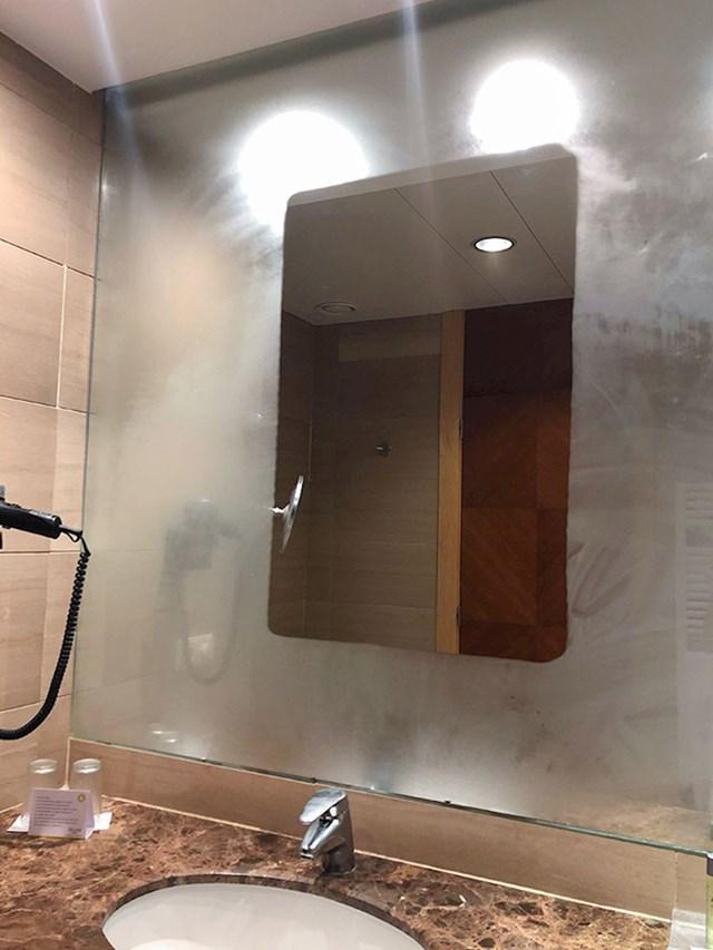 Ogledalo ima dio koji se ne može zamagliti
