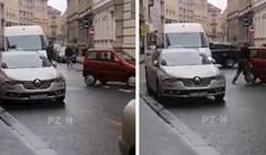 Širi se snimka iz centra Zagreba: Auto im je blokirao cestu, pogledajte kako su riješili problem
