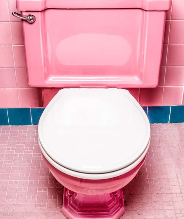 Daska za WC se treba spustiti zajedno s poklopcem svaki put kad puštate vodu