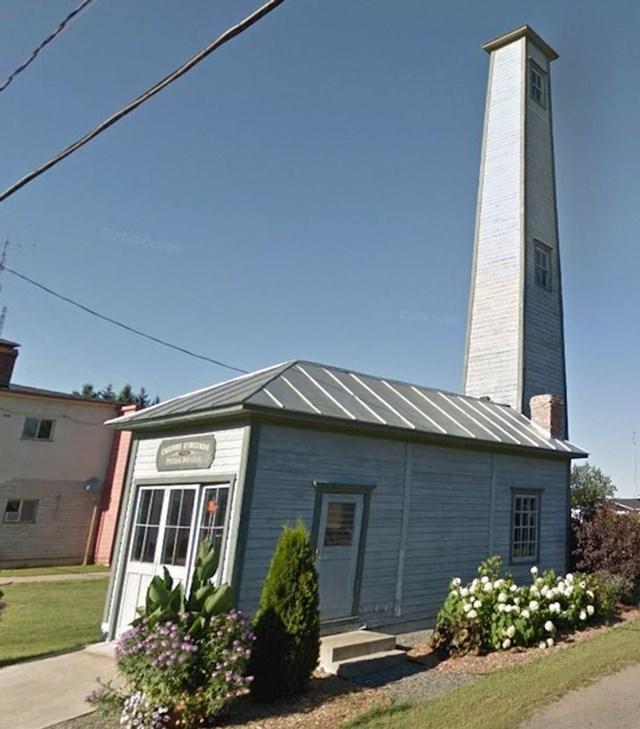 Čemu služi ovaj toranj kraj vatrogasne postaje?