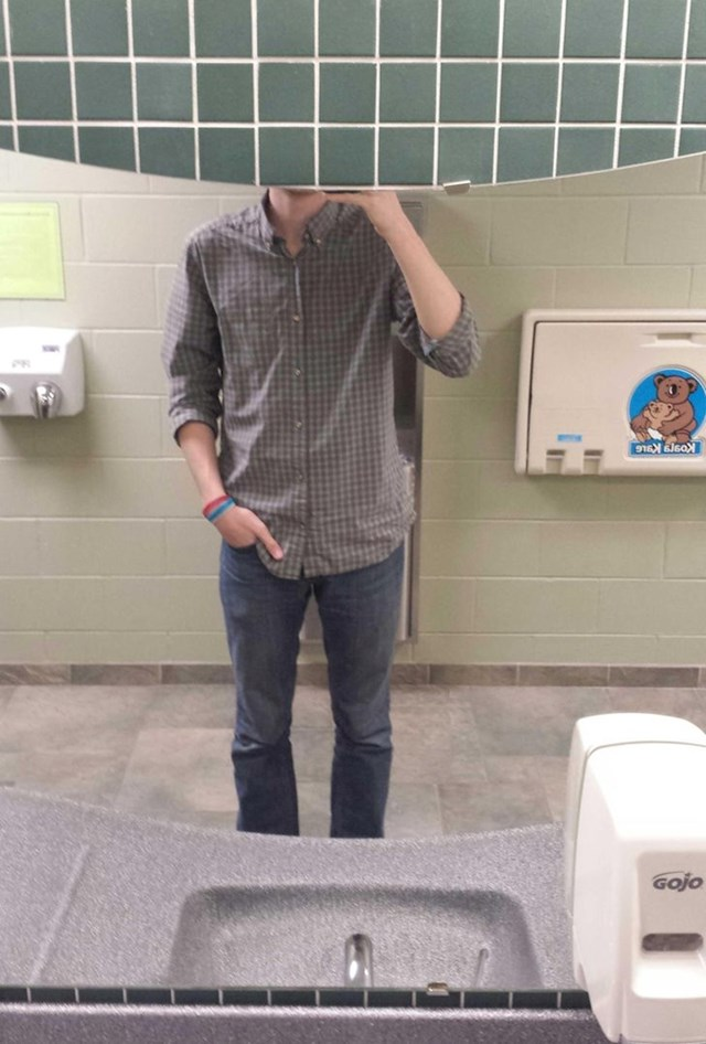 ... da ne možeš uslikati selfie u ogledalu