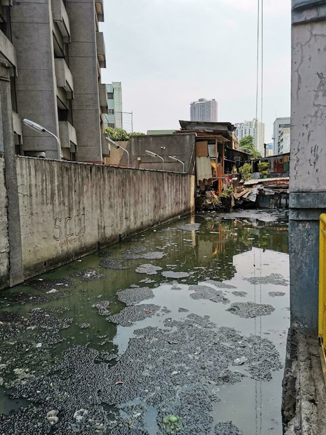 Odvratan kanal u Manili