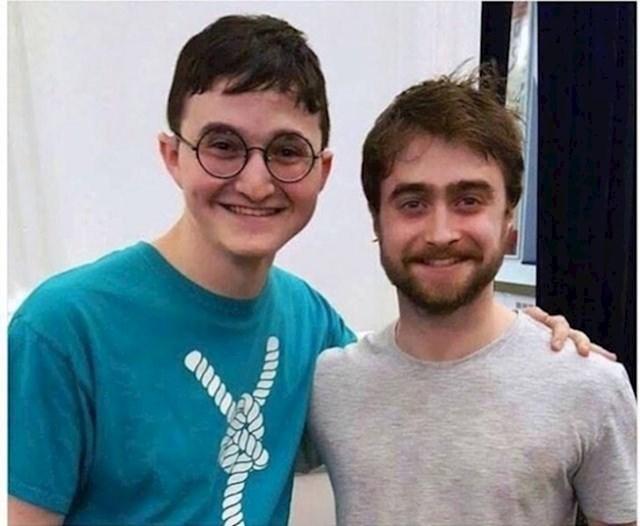 Ovaj mladić je shvatio da je izgledom sličniji Harryju Potteru nego glumac koji ga je glumio.