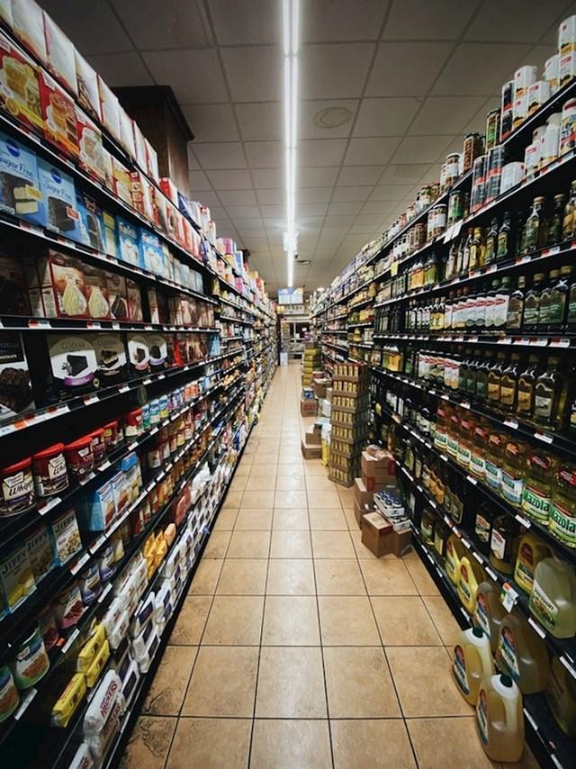 Ogromne trgovine poput Walmarta koje rade 24/7 i gdje možeš kupiti sve od kruha do lijekova