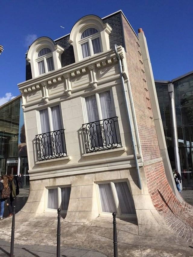Ova kuća u Francuskoj izgleda kao da se rastapa